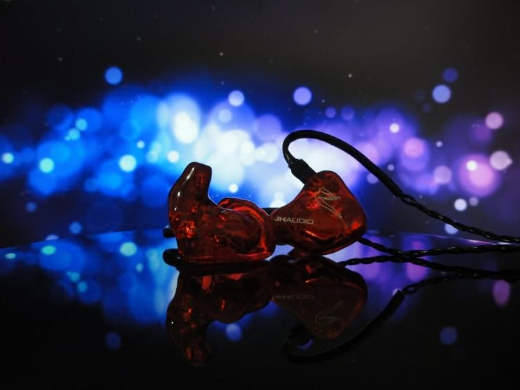 In-ear custom JH Audio JH5 PRO fora do ouvido